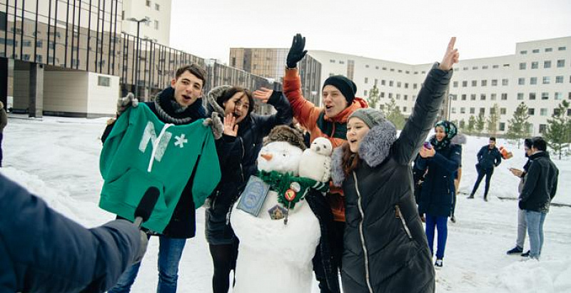Snowman Day NSU: how we learned about each other by making snowmen